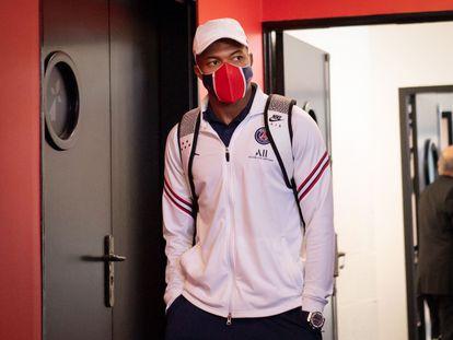 Kylian Mbappé antes del partido contra el Rennes.