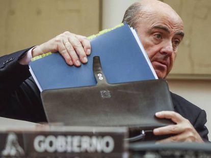 El ministro de Economía, Luis de Guindos, en el Congreso.