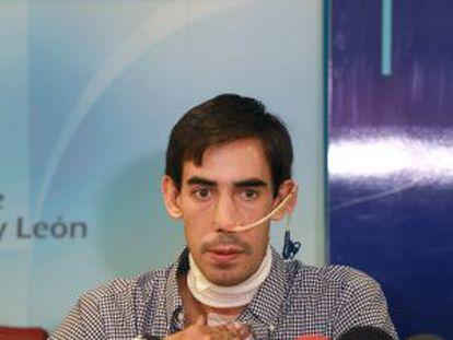 Jiménez Fortes durante la rueda de prensa al darle el alta hospitalaria.
