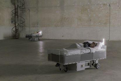'Two Roaming Beds', la instalación de Carsten Höller en Milán.