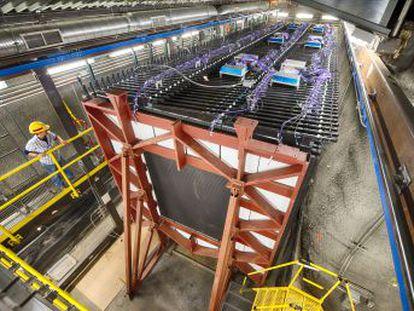 El chorro de partículas pasará por un gigantesco detector capaz de observar la formación de un agujero negro en tiempo real y permitirá buscar respuestas al origen del universo
