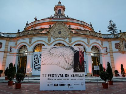 Vista del Teatro Lope de Vega, horas antes de que albergara el viernes la gala inaugural de la 17ª edición del Festival de Cine Europeo de Sevilla.