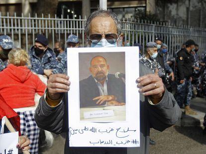 Manifestación por el asesinato de Lokman Slim frente al Ministerio de Justicia, este jueves en Beirut.