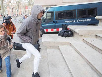 Uno de los cinco condenados por la violación múltiple de una menor en Manresa (Barcelona), en 2019.