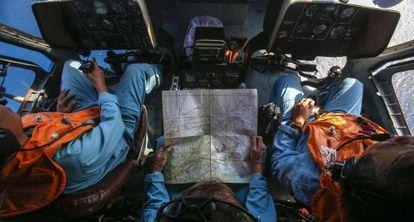 Militares vietnamitas rastrean este lunes desde un helicóptero una zona cercana a la isla Tho Chu.