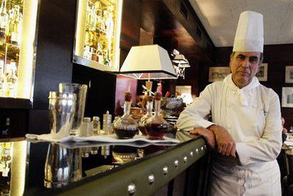 Esteban Sánchez, jefe de cocina durante 40 años del veterano restaurante Jockey. A la derecha, <i>Solomillo Wellington.</i>