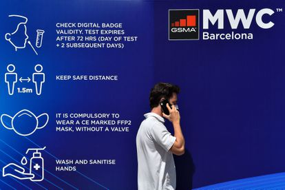 Preparativos para el Mobile World Congress en el recinto de Fira de Barcelona de L'Hospitalet de Llobregat, este viernes.