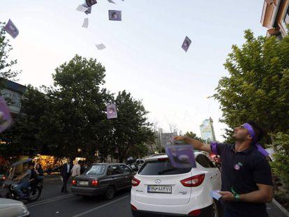 Simpatizantes del presidente iraní Rouhani, este miércoles en Teherán