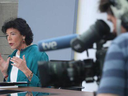 La ministra portavoz, Isabel Celaá, el viernes en la conferencia de prensa posterior al Consejo de Ministros.