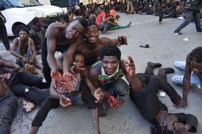 Varios de los inmigrantes que lograron saltar la valla de Ceuta el pasado día 26 de julio.