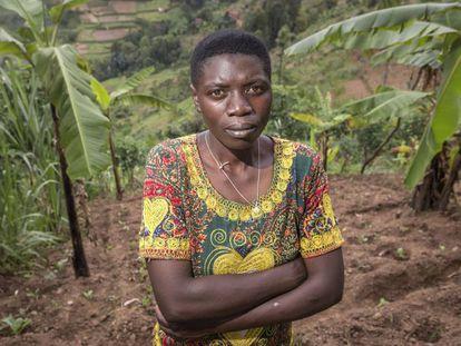 Una granjera en su parcela de Jomba, en Ruanda.