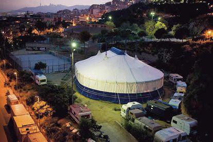 La carpa y el campamento de la Escuela de Circo Rogelio Rivel, situada junto al Ateneo Popular, ya representas las señas de identidad de Nou Barris.