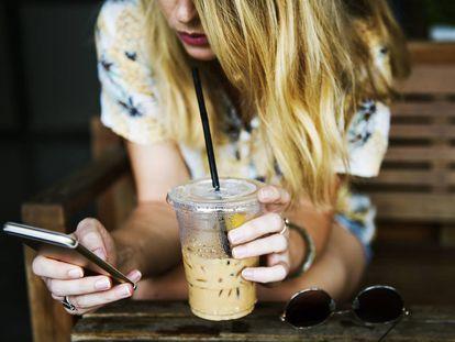 Uno de cada siete menores de 18 años (15%) ha enviado algún mensaje de este tipo y uno de cada cuatro (27%), lo ha recibido.