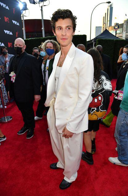 Shawn Mendes en la alfombra roja de los MTV Video Music Awards 2021.