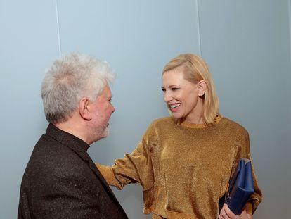 Pedro Almodóvar y Cate Blanchett, en la inauguración de la retrospectiva de Almodóvar en el MoMA en Nueva York en 2016.