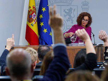 La ministra de Hacienda, María Jesús Montero, en la rueda de prensa tras el Consejo de Ministros de este martes.