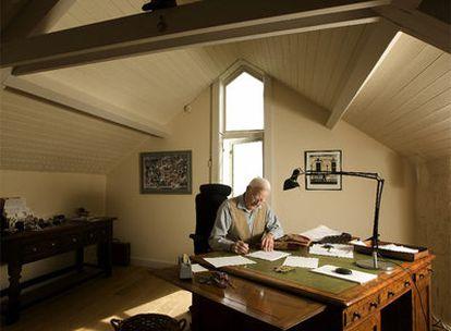 John Le Carré, en su estudio