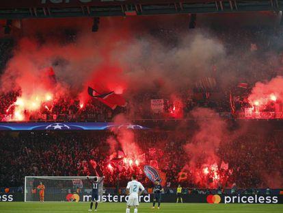 La grada del Parque de los Príncipes durante el partido entre el PSG y el Madrid.
