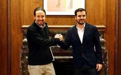 El líder de Podemos, Pablo Iglesias, y el de Izquierda Unida, Alberto Garzón, aliados electorales para el 26-J.
