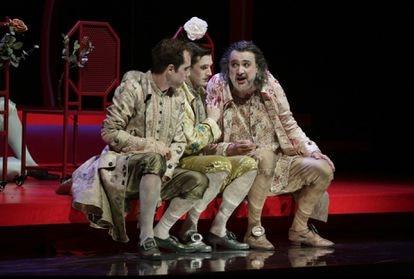 Los tres jorobados: Javier Povedano (Marchese Parpagnacco), David Oller (Barone Macacco) y David Alegret (Conde Bellavita).