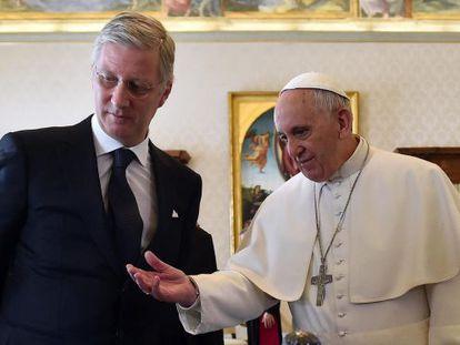 El papa Francisco junto al rey Felipe de Bélgica, este lunes.
