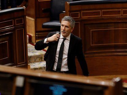 El ministro del Interior, Fernando Grande-Marlaska, abandona el hemiciclo el Congreso este miércoles tras la sesión de control al Ejecutivo.