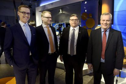 Alexander Stubb, Juha Sipila, Timo Soini y Antti Rinne, de la izquierda hacia la derecha, posan tras el debate televisado de este jueves.