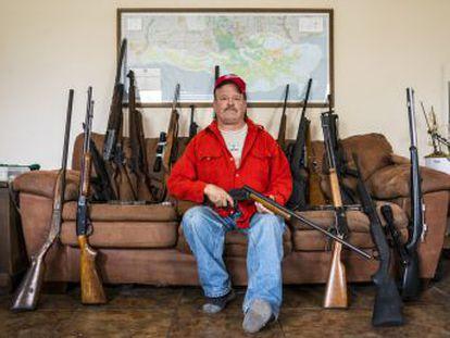 Estados Unidos concentra casi la mitad de las armas civiles del mundo. El miércoles un chico de 19 años fue a su antiguo instituto y asesinó a 17 personas. Fue la enésima matanza. Propietarios explican a EL PAÍS por qué quieren seguir llevando sus rifles y pistolas.