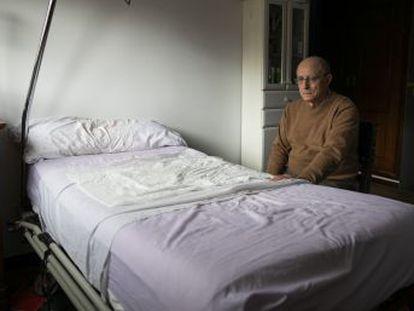 Ángel Hernández, que fue detenido por asistir a su mujer en el suicidio, pide una ley de eutanasia   Todos los partidos tienen a alguien con este problema