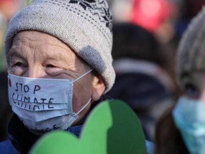 En foto, protesta contra el cambio climático durante la cumbre de Katowice (Polonia). En vídeo, declaraciones del secretario general de la ONU, António Guterres, y la ministra de Medioambiente en Cánada, Catherine Mckenna.