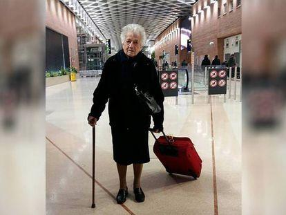Irma, de 93 años, el 19 de febrero en el aeropuerto de Milán-Malpensa.
