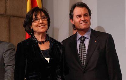 Concepció Ferrer, junto a Artur Más, en un acto oficial en 2011.