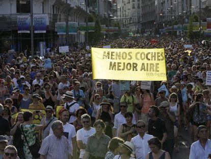 La manifestación a favor de Madrid Central por la Gran Vía.