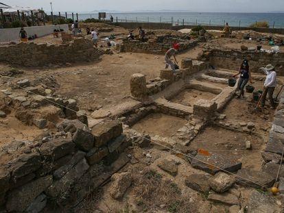 La factoría de salazones descubierta en Baelo Claudia por la Universidad de Cádiz cuenta con nueve piletas y aparecido en el barrio sur del yacimiento, en la zona más cercana a los chiringuitos.
