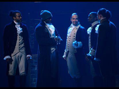Daveed Diggs, Onkierite Onaodowan, Lin-Manuel Miranda, Leslie Odom Jr y Anthony Ramos durante una función de 'Hamilton' en el teatro Richard Rodgers de Nueva York en julio de 2016