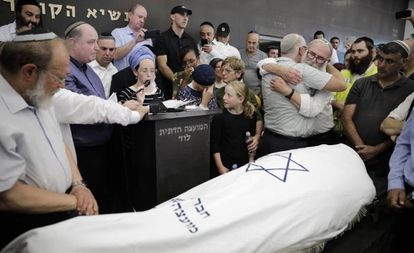 Funeral por la joven israelí muerta en un atentado en Cisjordania, el viernes en Lod.