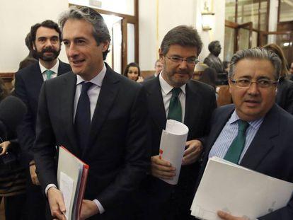De izquierda a derecha, el ministro de Fomento, Íñigo de la Serna, el ministro de Justicia, Rafael Catalá, y el ministro de Interior, Juan Ignacio Zoido.