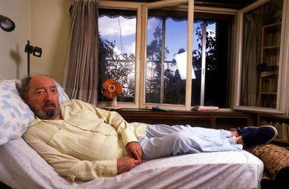 Juan Carlos Onetti, en su casa de Madrid en 1989.
