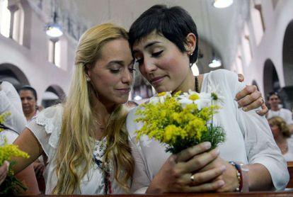 Lilian Tintori y Patricia de Ceballos en una vigilia el 6 de junio.