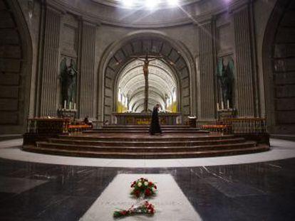 Los expertos consultados coinciden en que la familia no puede vetar la exhumación del dictador si la Iglesia lo permite
