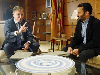 El delegado del Gobierno en la Comunidad Valenciana, Moragues, a la izquierda, con el consejero de Educación, Marzà.