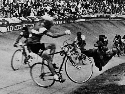 El ciclista André Darrigade choca en 1958 contra un empleado que invadió la pista del Parque de los Príncipes