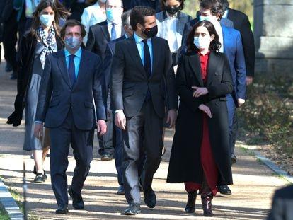 El Alcalde de Madrid, Jose Luis Martínez-Almeida, Pablo Casado e Isabel Díaz Ayuso, ayer.