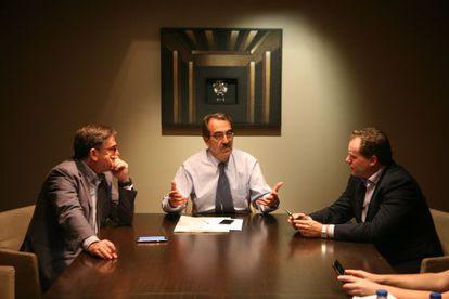 De izquierda a derecha, Juan Torres, Emilio Ontiveros y Daniel Lacalle.