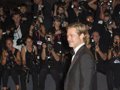 Brad Pitt, ayer, en el Festival de Cine de Venecia, posando ante los fotógrafos.