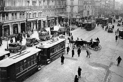 La Puerta del Sol de Madrid, a comienzos del siglo XX, fotografiada por Alfonso.