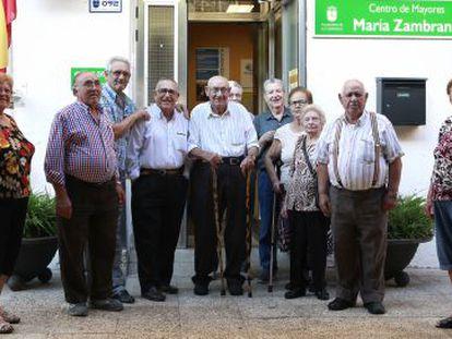 Afectados por el abandono del centro de mayores María Zambrano, de Alcobendas.