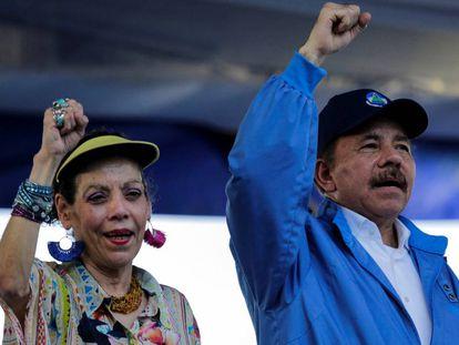 El presidente de Nicaragua Daniel Ortega y su esposa Rosario Murillo durante un acto publico en 2018.