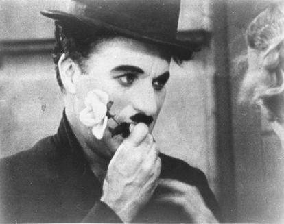 Charles Chaplin, en un fotograma de 'Luces de la ciudad'.