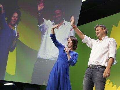 Annalena Baerbock y Robert Habeck, líderes de Los Verdes, tras conocer los resultados el domingo.